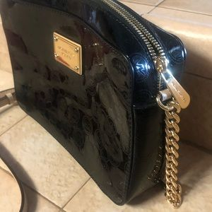 Michael Kors Bags - Michael Kors crossbody- only used once